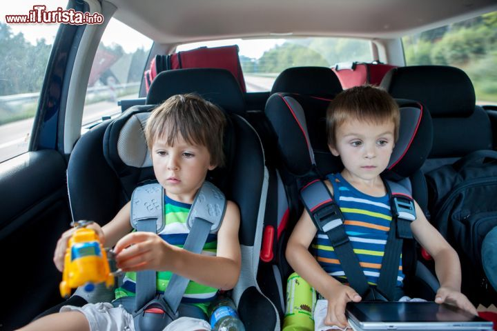 Giochi da fare in viaggio con i bambini: consigli su cosa portare e fare